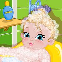استحمام الطفل للاحتفال بشم النسيم